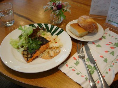 オーガニックレストランのハーブ料理.JPG