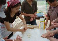 いちぐうきゅうさんの日女性たち作業-thumb-200x141.jpg