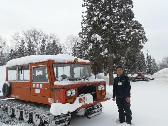 雪上車と高野さん.JPG